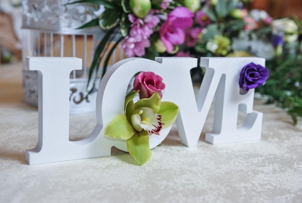 Napis ze styroduru- dkoracja weselna na stół